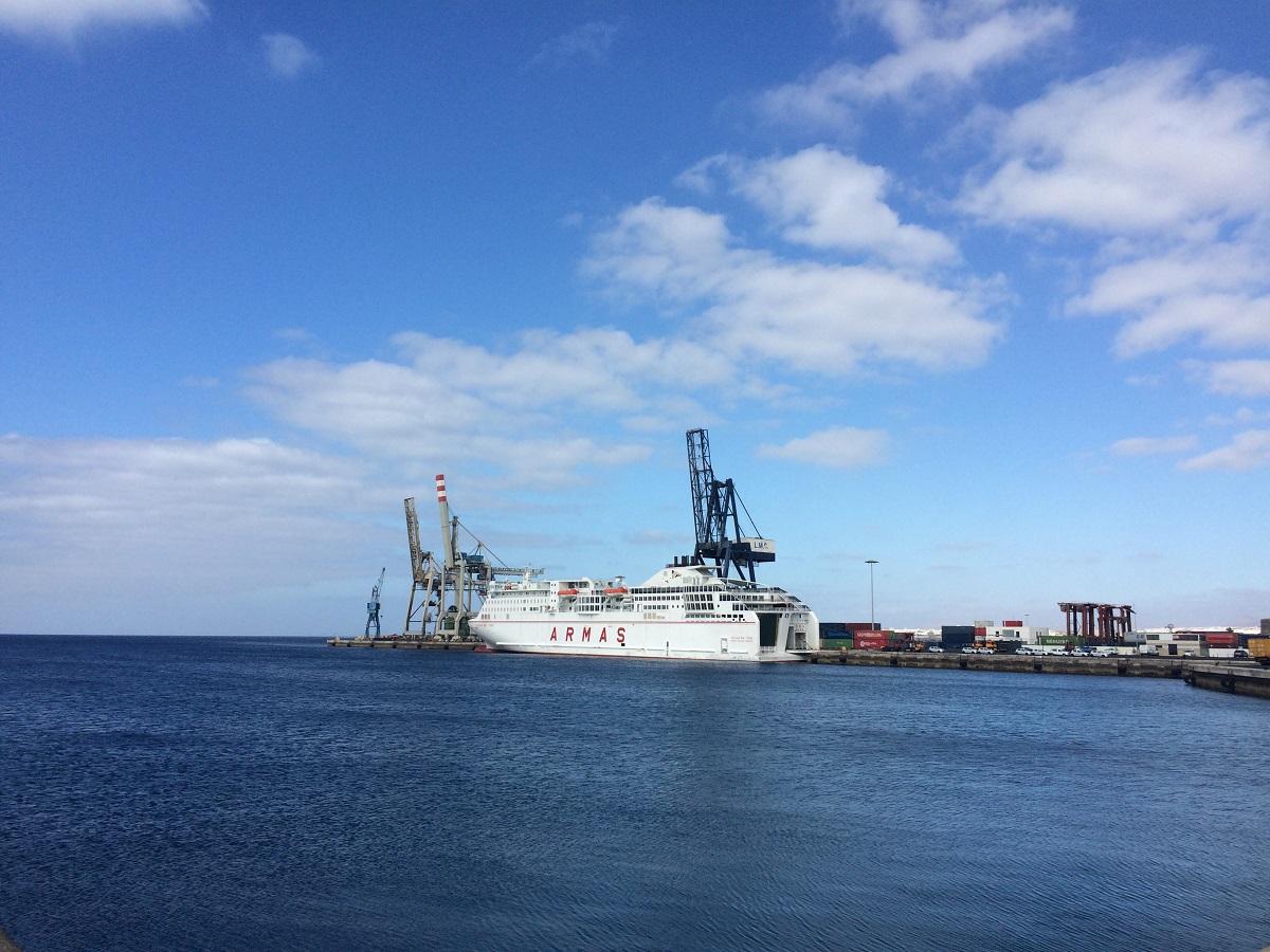 Naviera armas ferry arrecife to las palmas camel travel for Horario oficina naviera armas las palmas