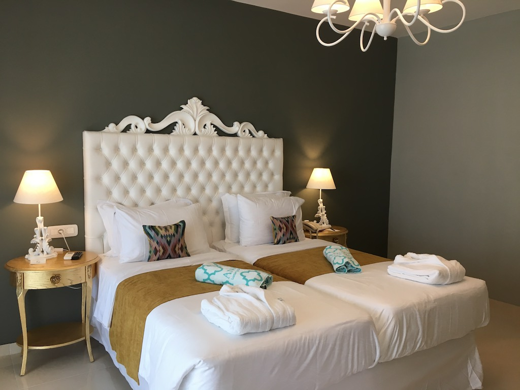 Anemos Deluxe Family Twin Bedroom