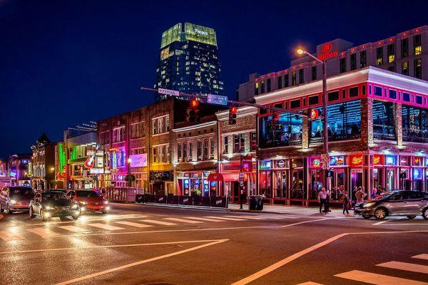 Broadway_(Nashville)_lights