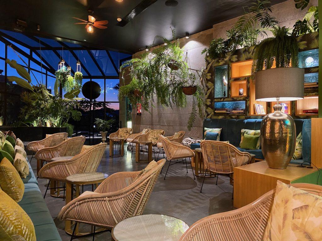 Kentia cocktail lounge