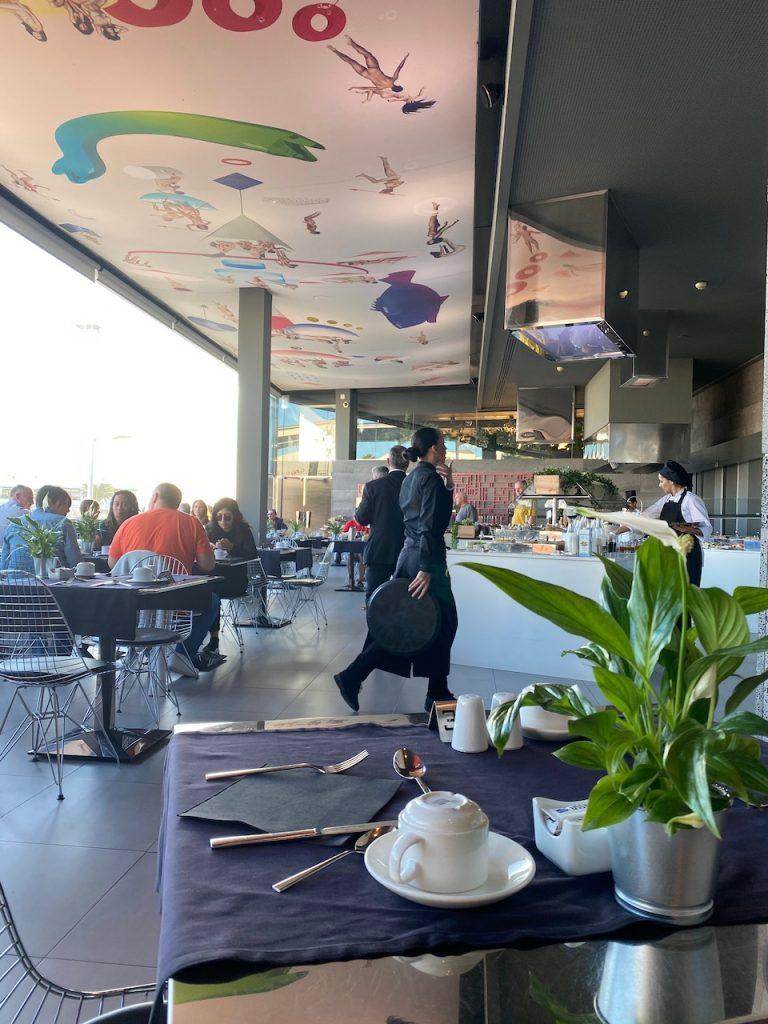La Isla y El Mar buffet restaurant