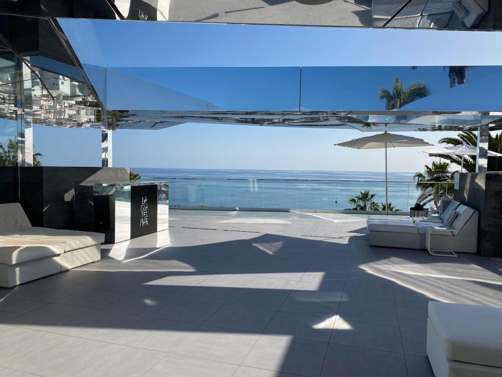 La Isla y El Mar pool bar terrace