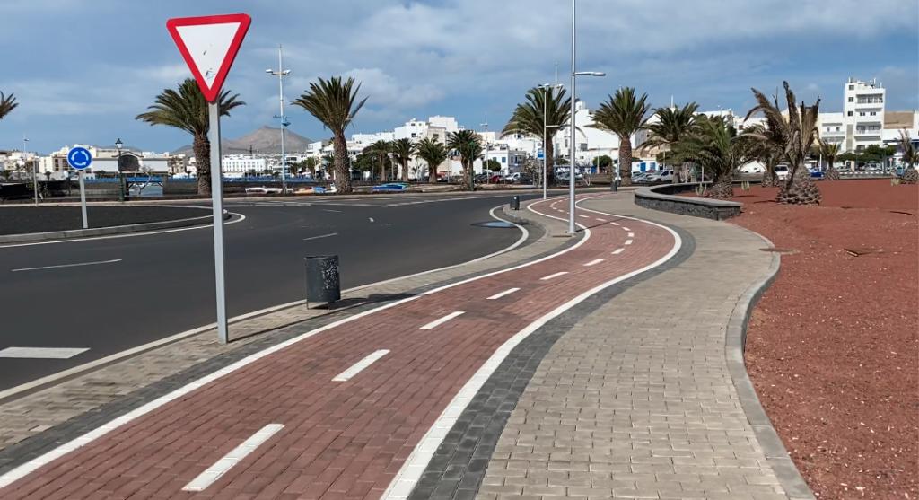 Footpath & cycle way